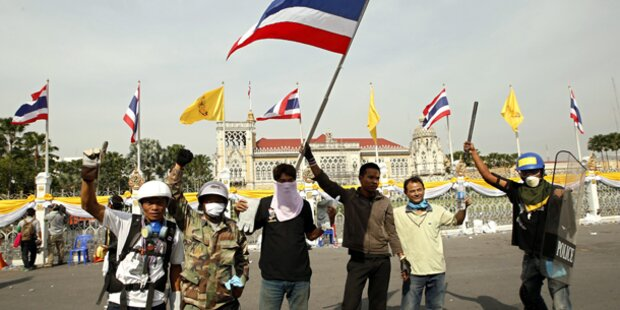 Bangkok: Polizei öffnet Demonstranten die Tore
