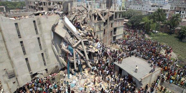 Textilfabrik eingestürzt: Mehr als 100 Tote