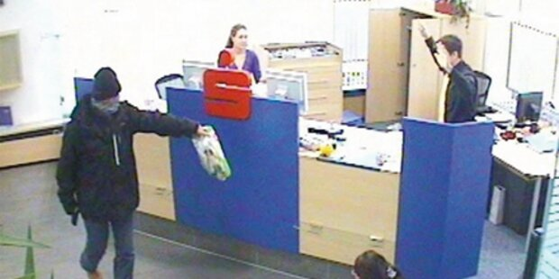 Maskierter Gangster beraubte Sparkasse