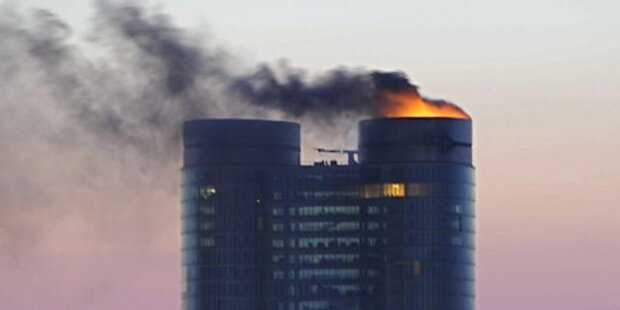 Bankenturm geht in Flammen auf