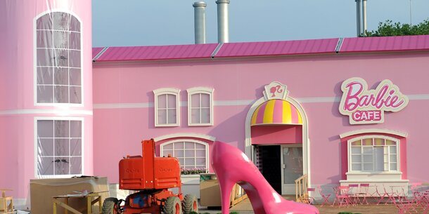 In berlin ffnet das barbie haus for Haus bauen berlin