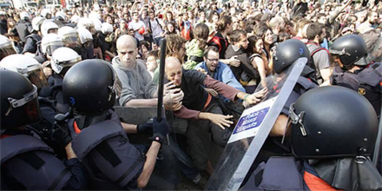 Polizei räumt Protest-Camp: 100 Verletzte