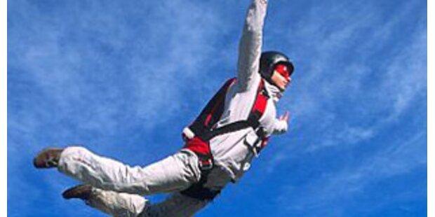 Base-Jumperin schwer an Kopf- und Becken verletzt