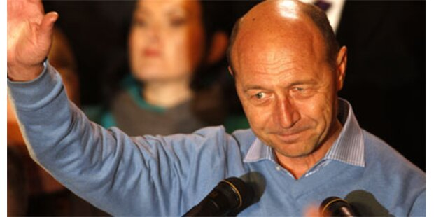 Basescu hauchdünn vor Geoana