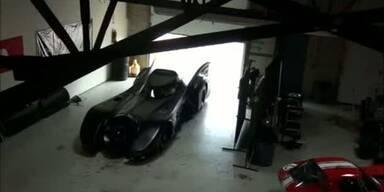 Rennfahrer baut Original Batmobil nach
