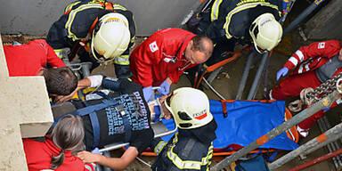 Bauarbeiter stürzte in 5-Meter-Schacht