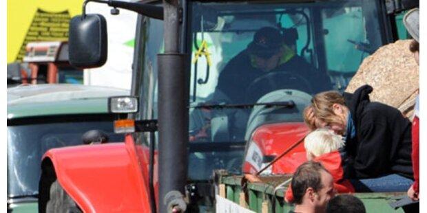 Anhänger löst sich von Traktor