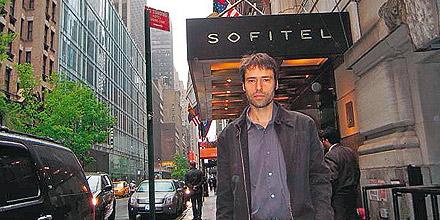 Herbert Bauernebel vor dem Sofitel in New York