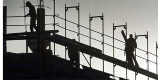 16-jähriger Salzburger stürzt von Baugerüst