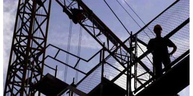 Arbeiter stürzte 14 Meter ab