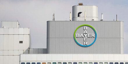 Aktionäre nehmen Bayer in die Mangel