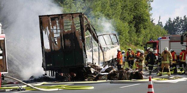 Horror-Crash auf A9: Reisegruppe am Weg nach Österreich