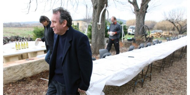 Bayrou laut Umfrage vor Le Pen