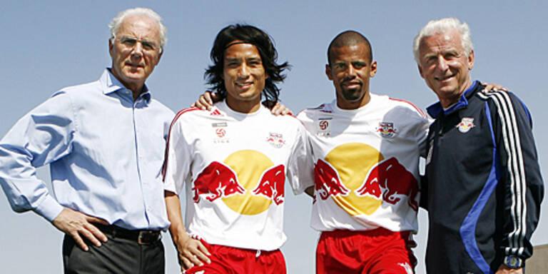 Beckenbauer mit (v.l.n.r.) Myamoto, Alex und Coach Trapattoni; (c) GEPA