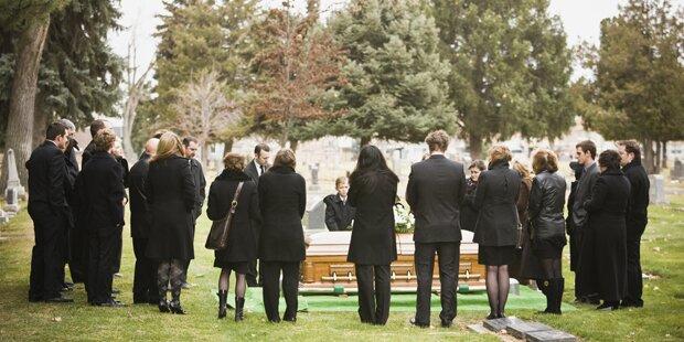 Darum geht sie seit 14 Jahren auf fremde Beerdigungen