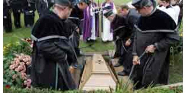 100 Jahre alte Leiche exhumiert