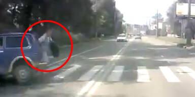Mann entgeht Unfall nur um Haaresbreite