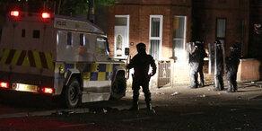 Junge Frau bei Ausschreitungen in Nordirland getötet