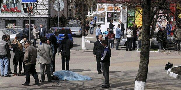Schießerei vor Kaufhaus - sechs Tote