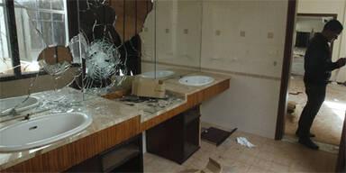 LIVE: Gaddafis Bengasi-Quartier zerstört