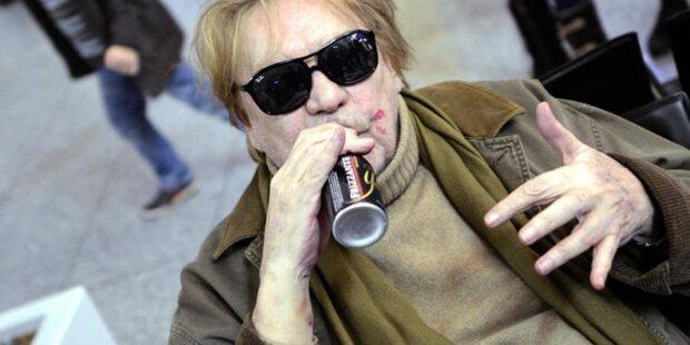 So randalierte Helmut Berger im Flieger