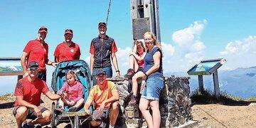 Bergretter erfüllten Alyssas Traum: Gelähmtes Mädchen erreichte Berggipfel