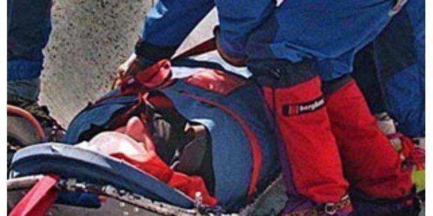 Snowboarder am Loser in Abgrund gestürzt