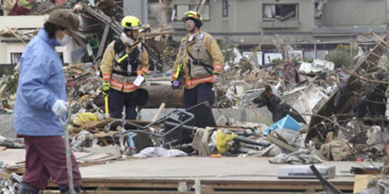 Zwei Überlebende aus Trümmern geborgen