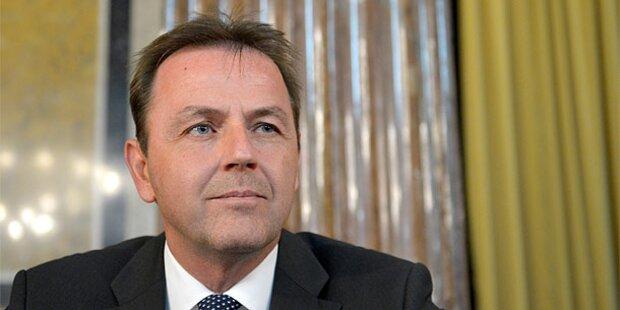 Berlakovich im Parlament gegrillt