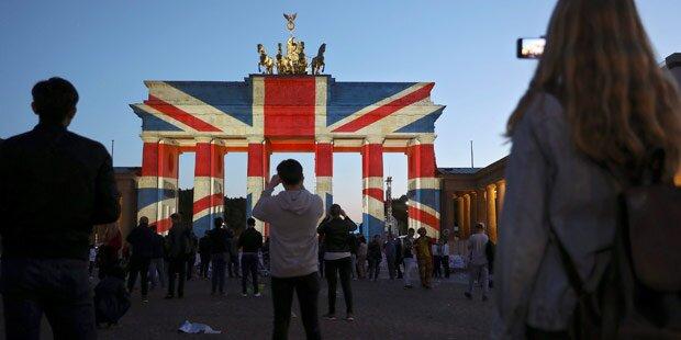 Brandenburger Tor leuchtet in britischen Farben
