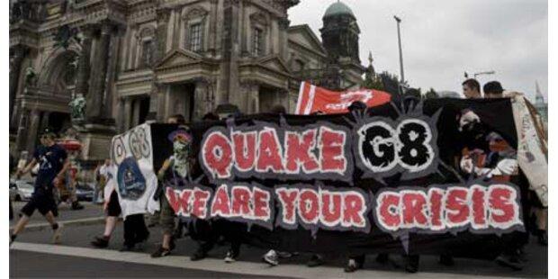 G-8-Gegner prügeln die Polizei