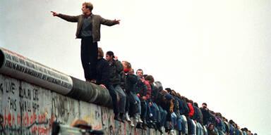 30 Jahre Mauerfall: Rosen, Freude und Momente der Stille