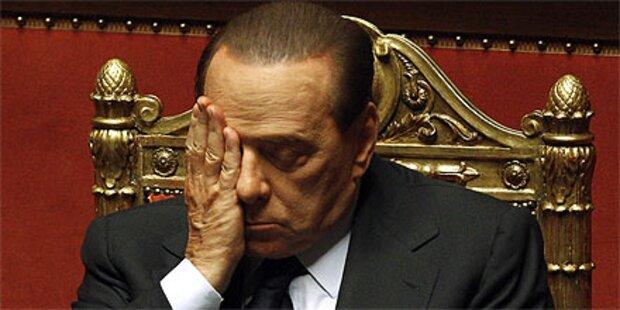 Berlusconi bleibt - Schlägerei im Parlament