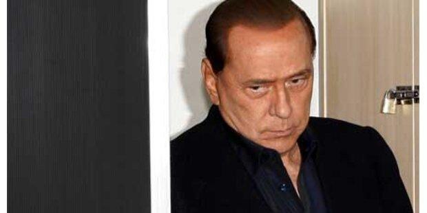 Mehr peinliche Berlusconi-Fotos kommen