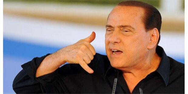Neue Berlusconi-Fotos mit jungen Frauen