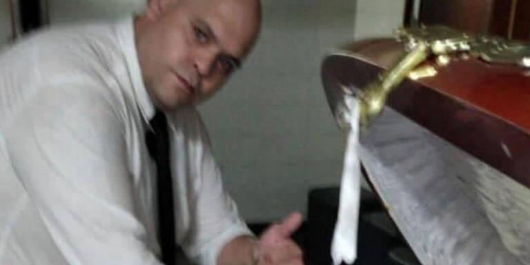 Skandal: Bestatter macht Foto mit Maradonas Leiche