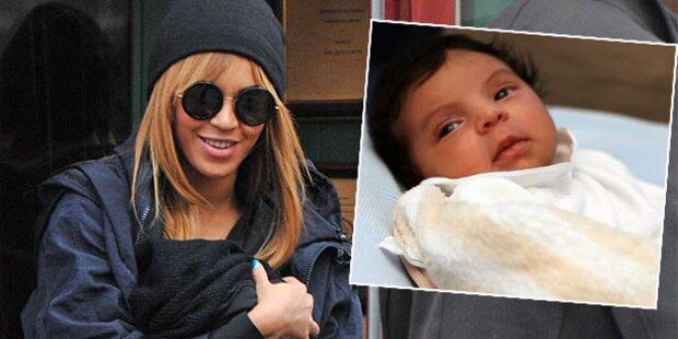 Beyoncé Knowles stillt in Öffentlichkeit