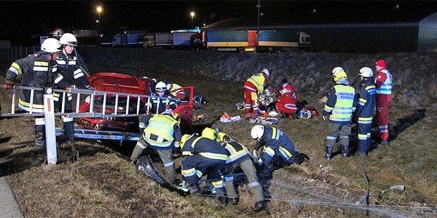 Sekundenschlaf: 2 Verletzte bei Crash