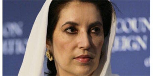 Benazir Bhutto kehrt nach Pakistan zurück