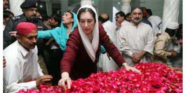 Bhutto besucht Heimatort
