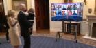 Biden und sein Enkel tanzen auf seiner Inauguration Party