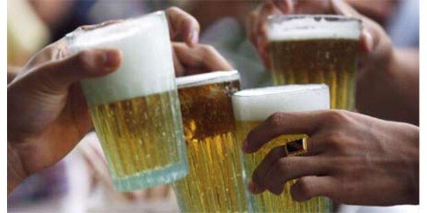 Briten trinken im Urlaub 8 Bier am Tag