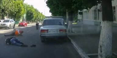 Russland: Polizist von Motorradfahrer gerammt