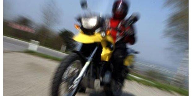 Alko-Biker mit 100 km/h auf Hinterrad
