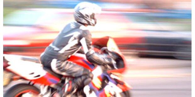 Biker schwebt nach Unfall in Lebensgefahr