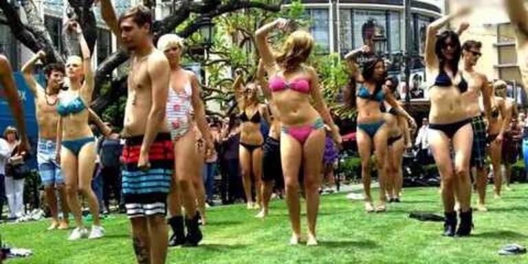 Bikini-Flashmob: Strandparty im La Grove