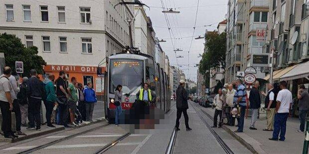 Bim fährt Frau in Wien an