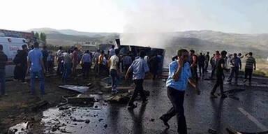 Sechs Polizisten bei Anschlag getötet