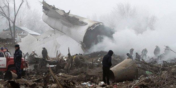 Mehrere Tote: Jumbo-Jet krachte auf Dorf