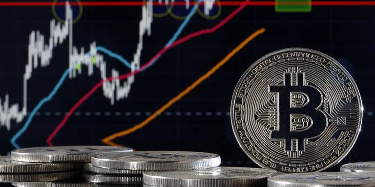 Bitcoin wieder spürbar unter jüngstem Rekordstand